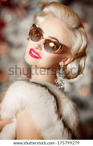 Beautiful woman retro portrait, gorgeous sexy girl in sunglasses vintage style, beauty and jewelry model. Elegant Blonde woman in luxury fur. Vogue style. Series  - stock photo