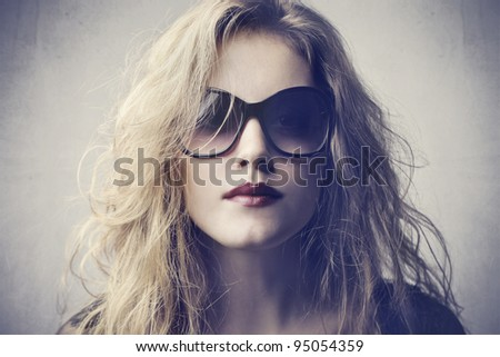Beautiful woman wearing fashion sunglasses