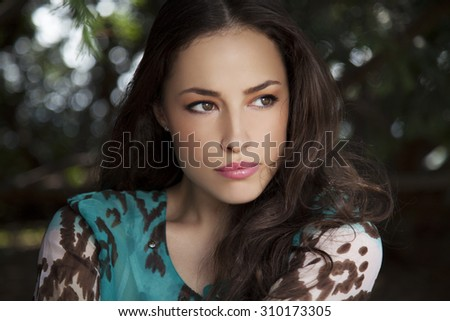 beautiful young natural look woman, outdoor portrat