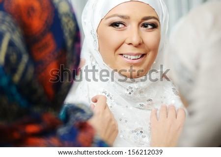 Fantastic young beautiful bride preparing seguro