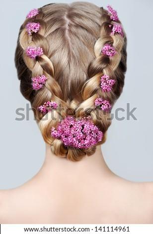 Làm đẹp kiểu tóc cưới.  vành