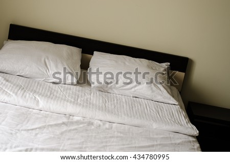 bed white