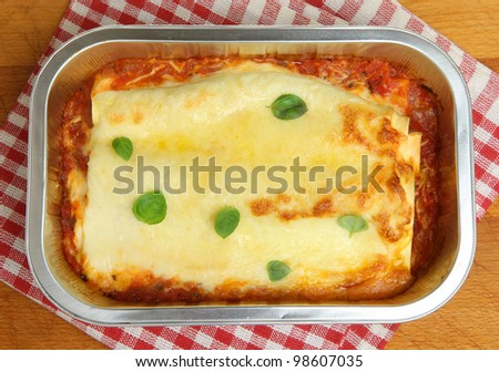 Beef cannelloni ready meal in foil container - stock photo
