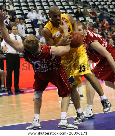 BERLIN - APRIL 4: Basketball Bundesliga Match between Alba Berlin vs Brose Baskets Bamberg (62:72). Berlins Immanuel McElroy against two Browse athelets in O2World, Berlin on April 4, 2009
