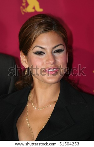BERLIN - FEBRUARY 18: Actress Eva Mendes poses at the 'Hitch' Photocall during the 55th annual Berlinale International Film Festival on February 18, 2005 in Berlin, Germany.
