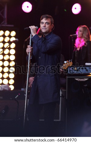 BERLIN - OCTOBER 23: Robbie Williams performs at his surprise concert in front of the Max-Schmeling-Halle in Berlin. October 23, 2009 in Berlin, Germany