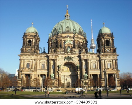 Berliner Dom (Berlin Cathedral) with the famous TV tower in the background.