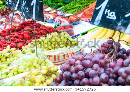 Berry fruits at a marketplace