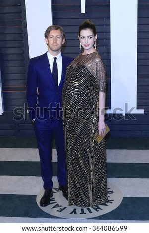 BEVERLY HILLS - FEB 28: Adam Shulman, Anne Hathaway at the 2016 Vanity Fair Oscar Party on February 28, 2016 in Beverly Hills, California