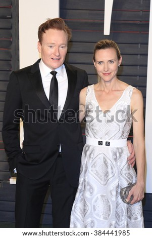 BEVERLY HILLS - FEB 28: Conan O'Brien, Liza Powel at the 2016 Vanity Fair Oscar Party on February 28, 2016 in Beverly Hills, California