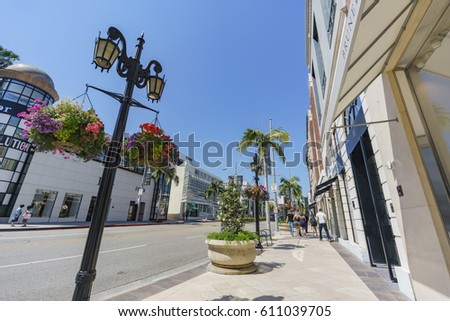Beverly Hills, MAR 24: Rodeo Drive in Beverly Hills on MAR 24, 2017 at Beverly Hills, Los Angeles, California