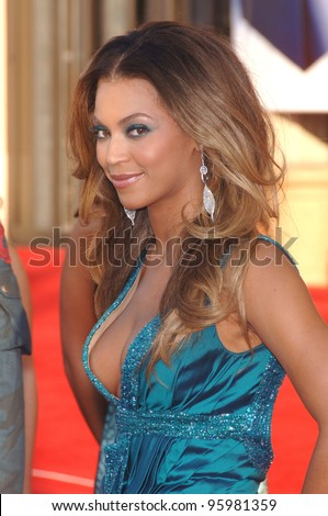 BEYONCE KNOWLES at the 2006 American Music Awards at the Shrine Auditorium, Los Angeles. November 21, 2006  Los Angeles, CA Picture: Paul Smith / Featureflash - stock photo