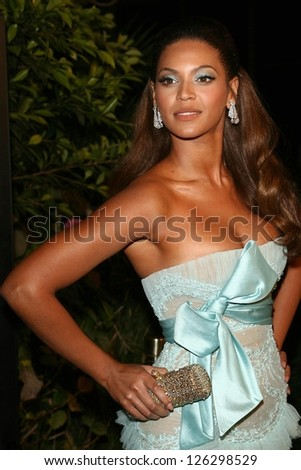 """Beyonce Knowles at the premiere of """"Dreamgirls"""". Wilshire Theatre, Los Angeles, California, December 11, 2006. - stock photo"""