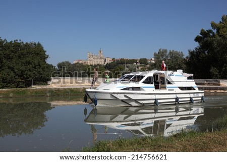 BEZIERS, FRANCE - OCT 2: Boat passing the Orb Aqueduct of the Canal du Midi in Beziers. October 2, 2011 in Beziers, Languedoc-Roussillon, France