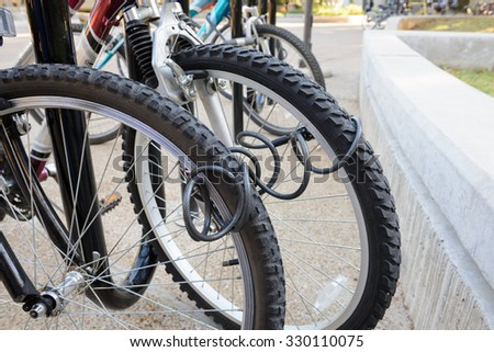 bicycle parking outdoor, wire lock