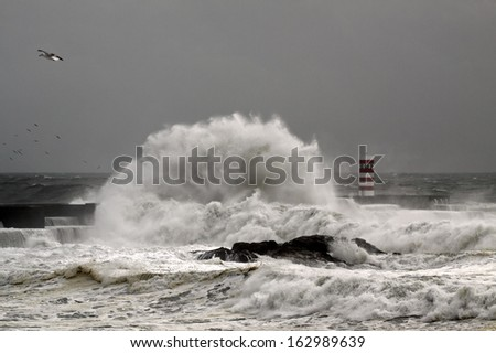 Big Atlantic waves in a stormy day