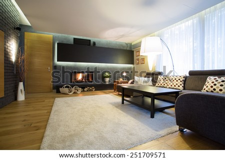 Big family room with white soft carpet on wooden floor