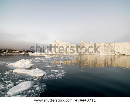 Big icebergs on the arctic ocean