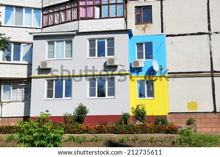 BILA TSERKVA, UKRAINE - AUGUST 23 : The Ukrainian people painted their houses in colors of the Ukrainian Flag on August 23, 2014 in Bila Tserkva, Ukraine. The August 23 is a Day of the Ukrainian Flag.