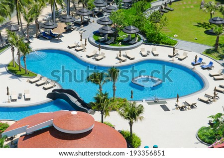 Bird's eye view of swimming pool in hotel.