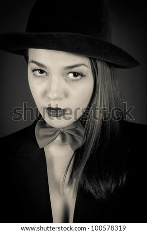 Black-and-white portrait of the beauty in a hat