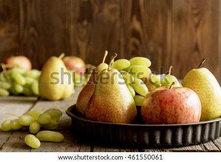 Black plate with autumn fruits6