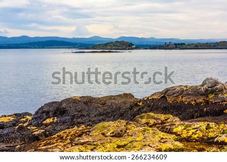 Black Sands beach, Aberdour, Scotland. Aberdour has two beaches - the Silver Sands, and the Black Sands. - stock photo