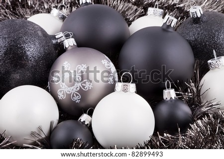 Black, white and taupe coloured Christmas decorations / ornaments