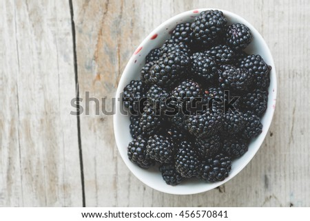 Blackberries in a bowl from above
