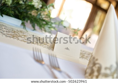 Blank name label on the table