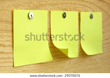 Blank paper reminders on wood surface