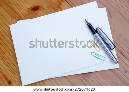 blank white notebook  and  pen  on the desk