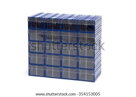 Block of plastic containers with baffles