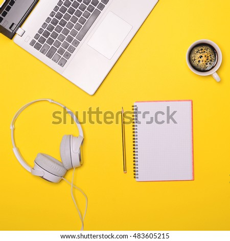 Bloggers desk concept - Flat lay