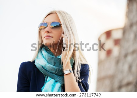 Blond fashion business woman calling on cell phone outdoor - stock photo