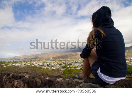 Blond girl staring at Diamond Head view wearing an hood