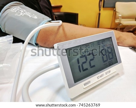 blood pressure measurement with digital equipment