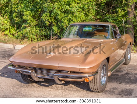 """BLOOMFIELD HILLS, MI/USA - AUGUST 12, 2015: A 1963 Chevrolet Corvette at the """"Corvettes on Woodward"""" show, at the The Kingsley Inn, part of the Woodward Dream Cruise. - stock photo"""
