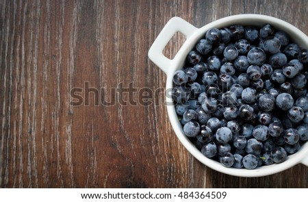 Blueberries in white plate on the wood