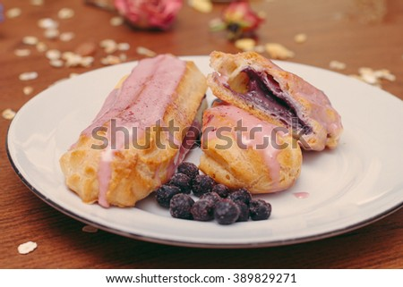 blueberry eclair