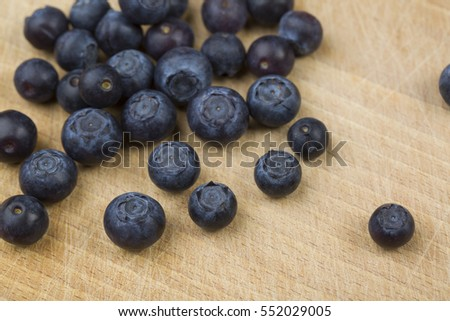 blueberrys on the wood platte