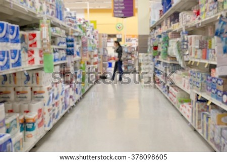 BLUR SUPERMARKET WITH A CUSTOMER CHOOSING PAPER TOWEL / USA (FOR BACKGROUND)