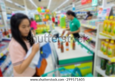 Blurred image of people shopping in department store to buy food or everything they want.
