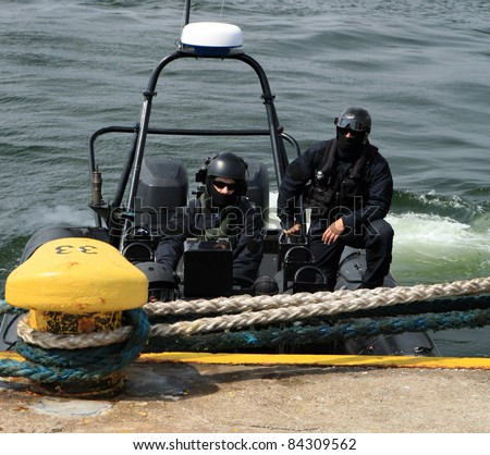 Boarding a ship – soldier. The Marine special forces to enter the ship to its search and hostage rescue – before training.