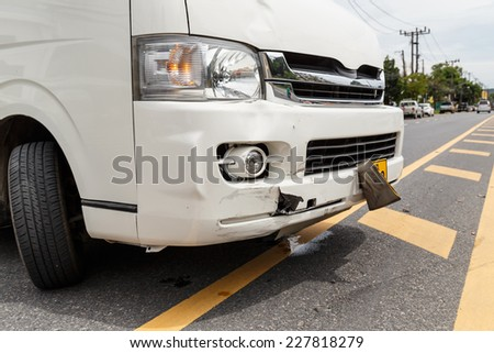 Body of white van get damaged by accident