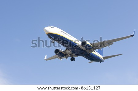 Boeing 737-8AS makes its landing approach to oporto airport