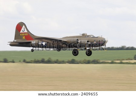 Boeing B17 Flying Fortress landing