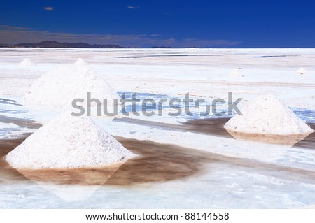 Bolivia -  the world's largest salt flat sits at a lofty 3653m and blankets an amazing 12,106  sq km, the surreal landscape. The picture present Salar de Uyuni - stock photo