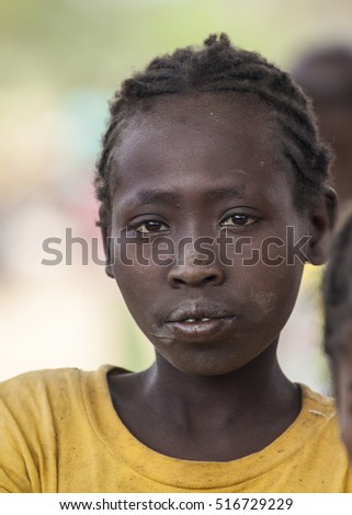 BONATA VILLAGE, OMO VALLEY. ETHIOPIA - JANUARY 2, 2014: Unidentified girl from Ari tribe at local village market.