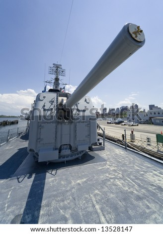 Boston, MA 2008:  Detail shots of the USS Cassin Young, a retired US Naval Fletcher-class destroyer.  Wide angle shot of an anti-aircraft gun.
